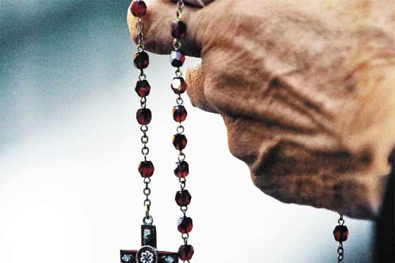 señora rezando